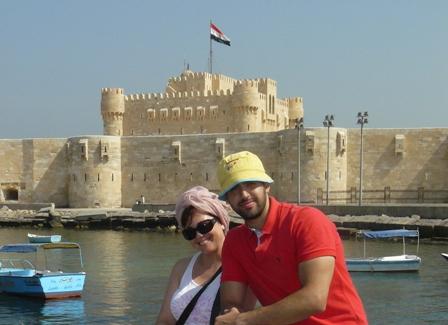 Una pareja posa en Egipto, en un reportaje de MICINEXIN